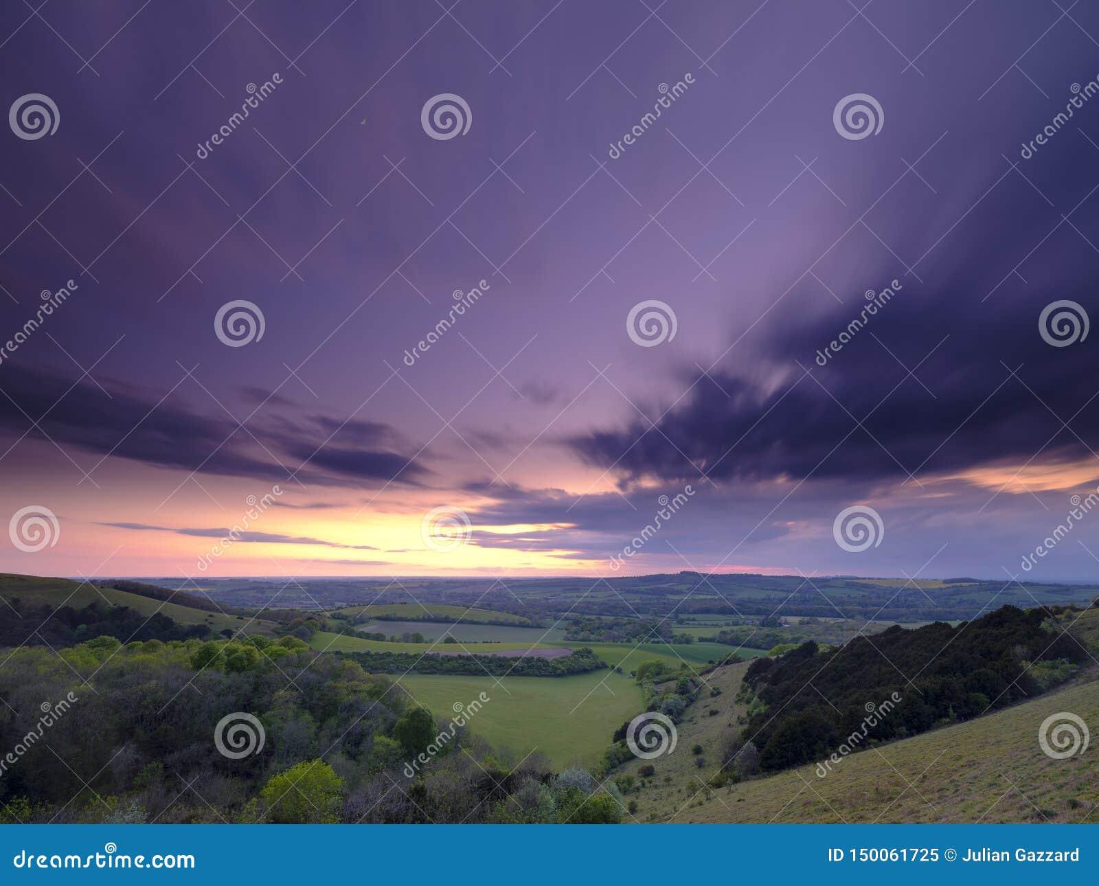 Sommarsolnedgången över den Meon dalen in mot Beacon Hill och den gamla Winchester kullen, söder besegrar nationalparken