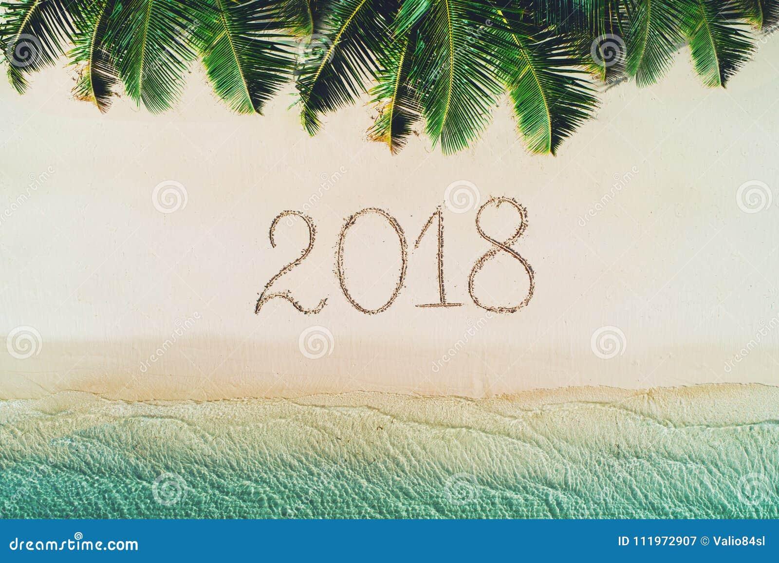 Sommerferien auf Tropeninsel 2018 schreiben auf Strandsand kamerad