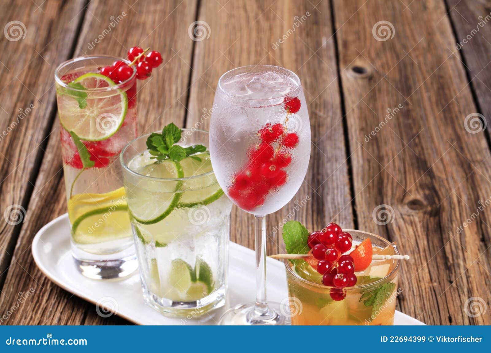 Sommergetränke stockbild. Bild von alcohol, soda, sommer - 22694399