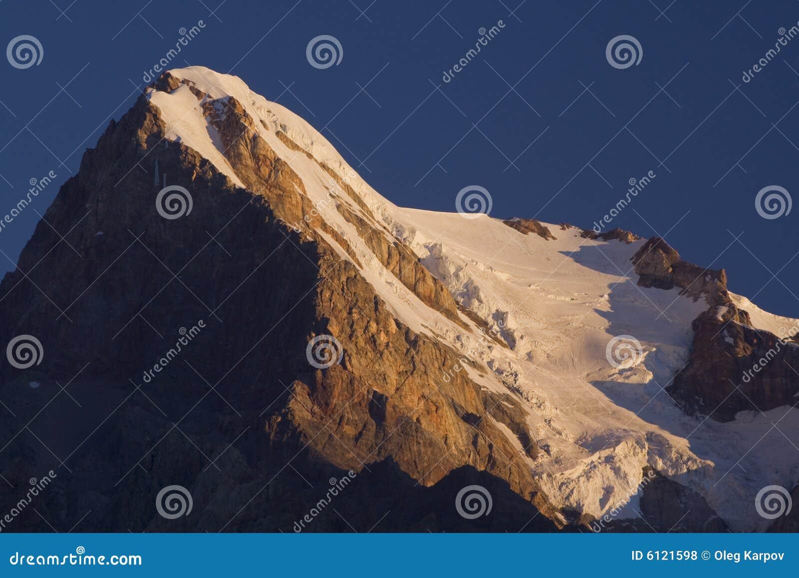 Sommet de montagne le matin