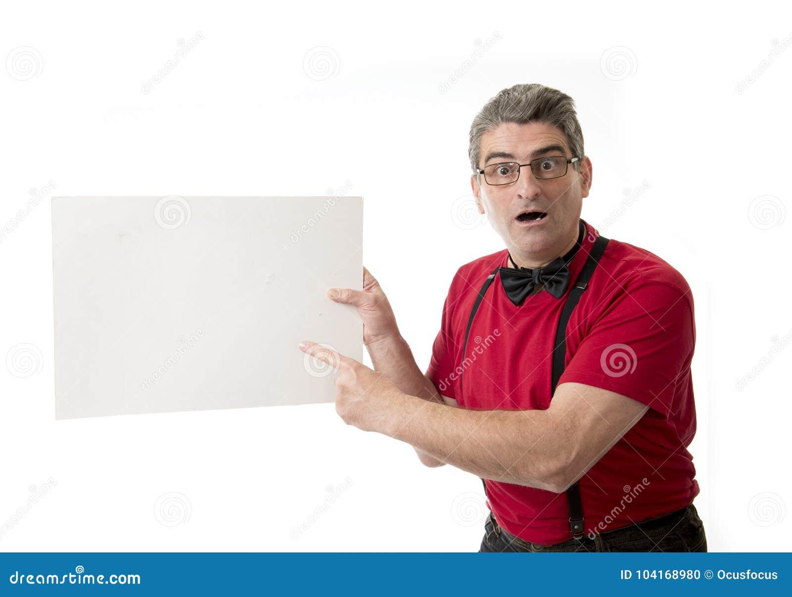 Sonderbares und lustiges 40s zum verrückten Mann der Verkäufe 50s mit bowtie und rotem s