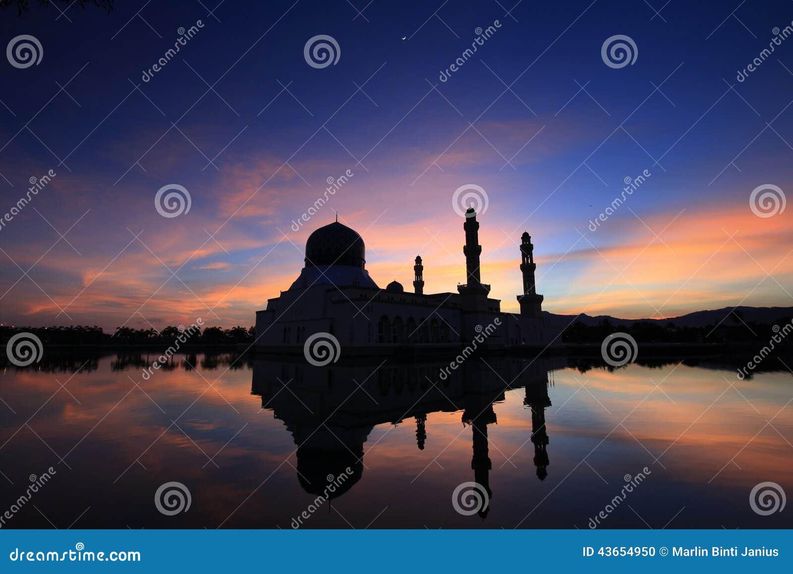 Sonnenaufgang über Moschee In Kota Kinabalu Sabah Malaysia Stockfoto