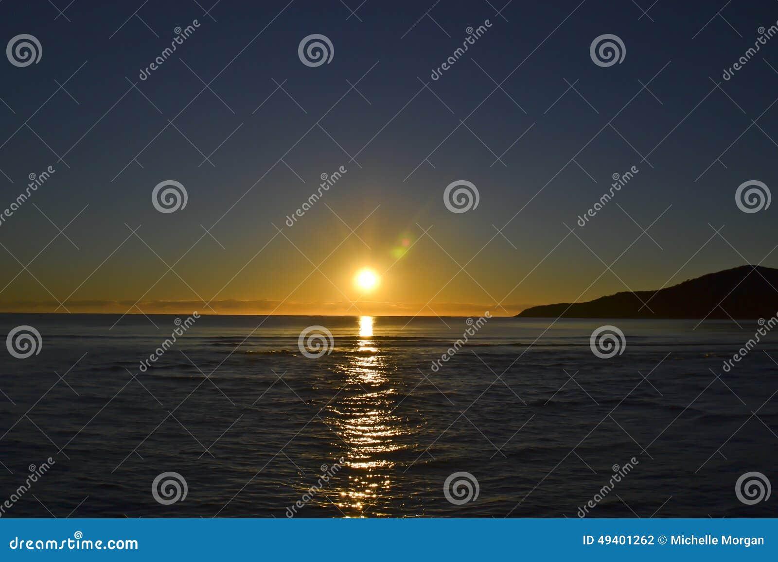 Download Sonnenaufgang Auf Hauptstrand, Noosa, Sonnenschein-Küste, Queensland, Australien Stockfoto - Bild von hintergrund, malvenfarben: 49401262