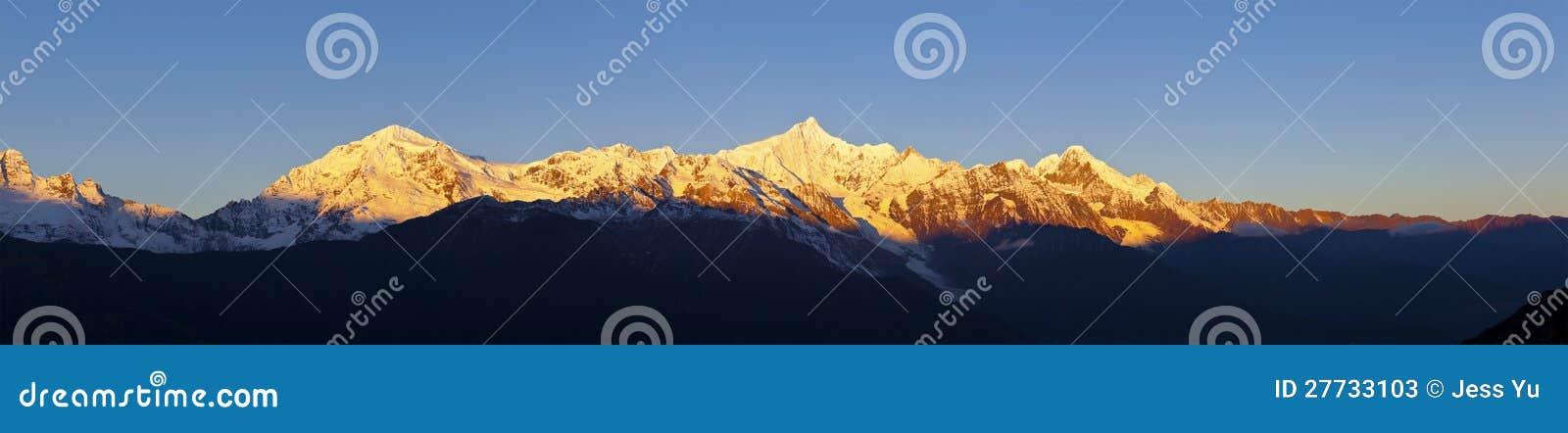 Sonnenaufgang auf Schneebergen in China