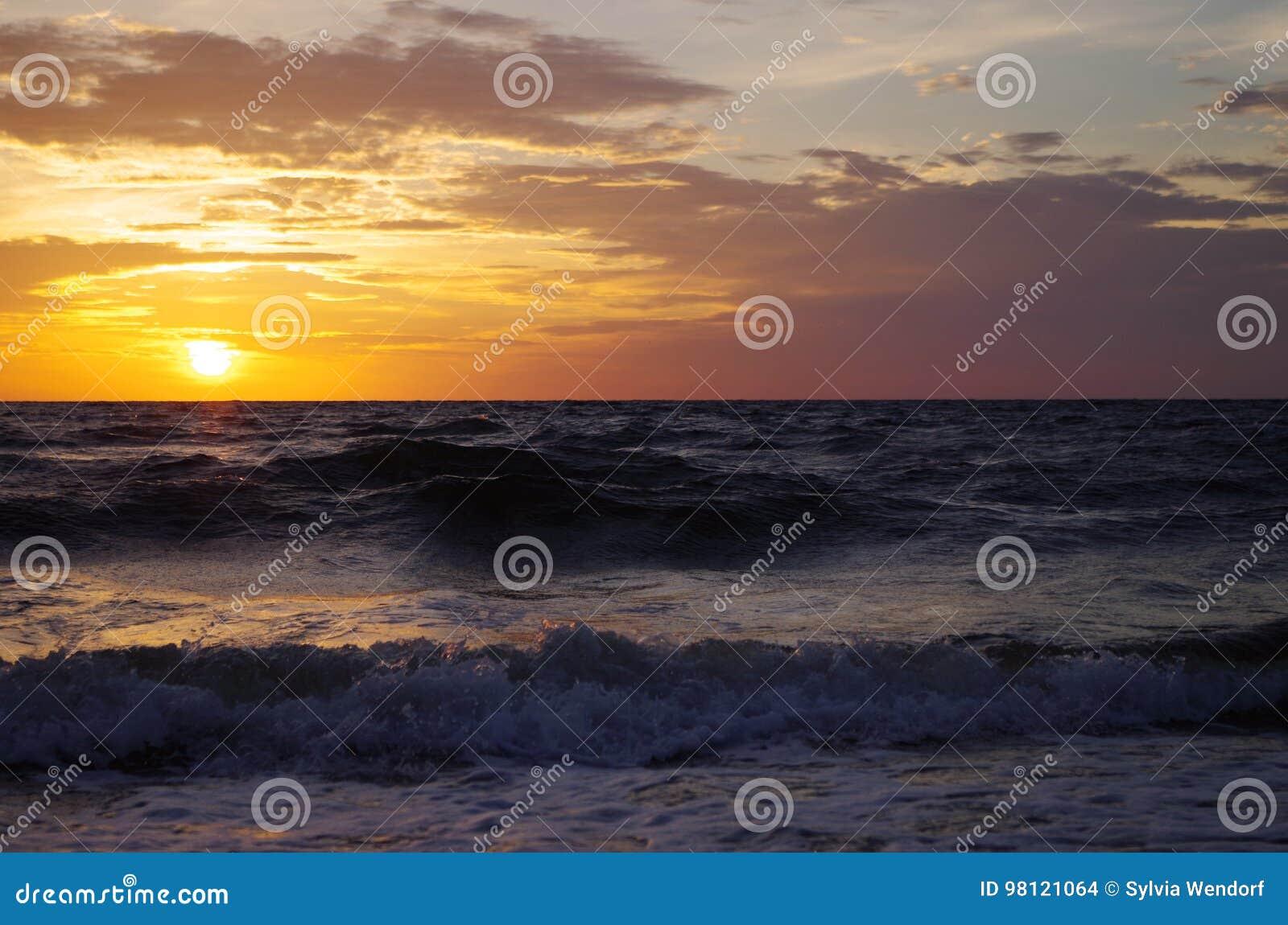 Sonnenaufgang in der Ostsee in Deutschland-heringsdorf