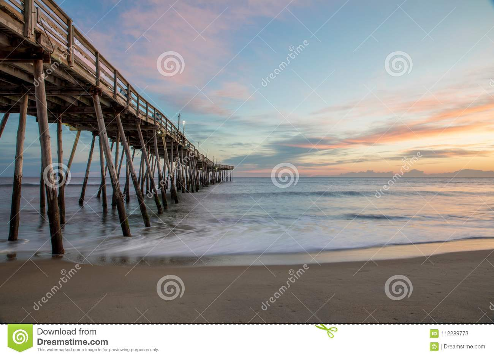 Sonnenaufgang durch Avalon Pier