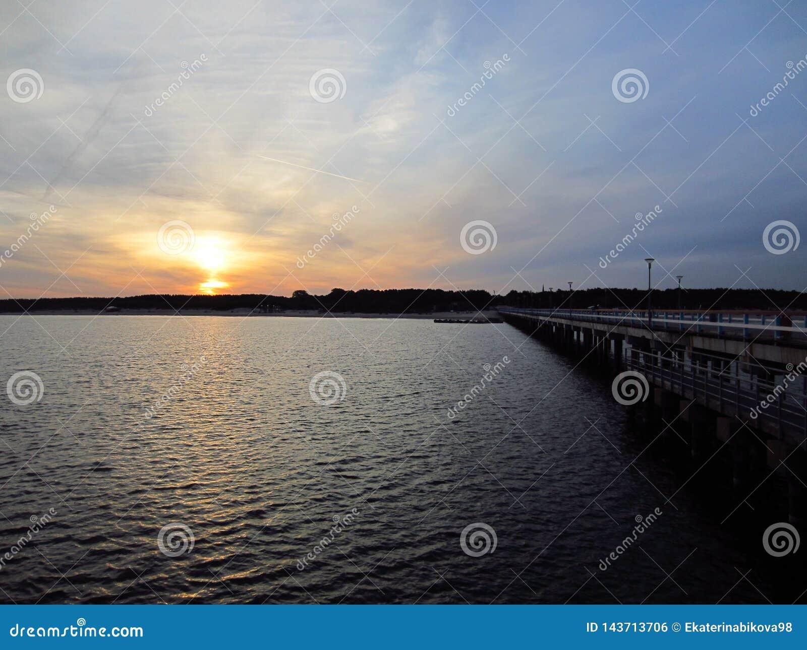 Sonnenaufgang durch das Sommermeer