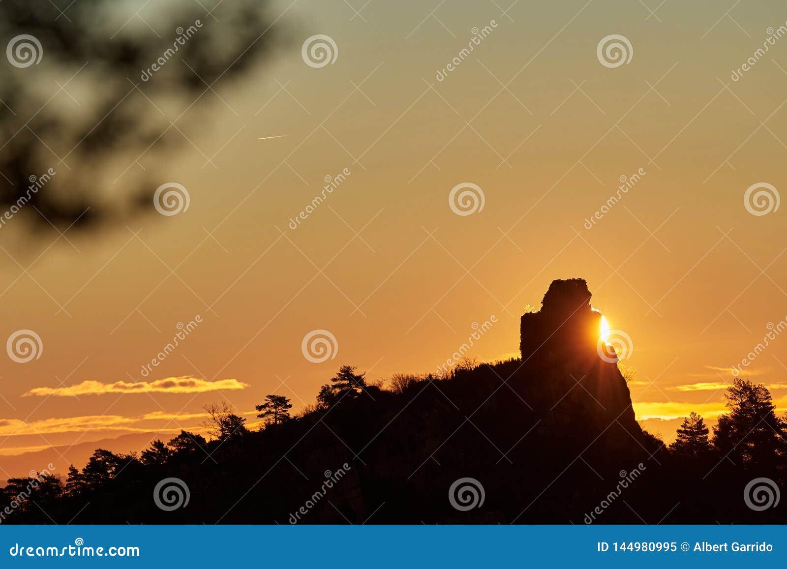 Sonnenaufgang hinter dem Berg