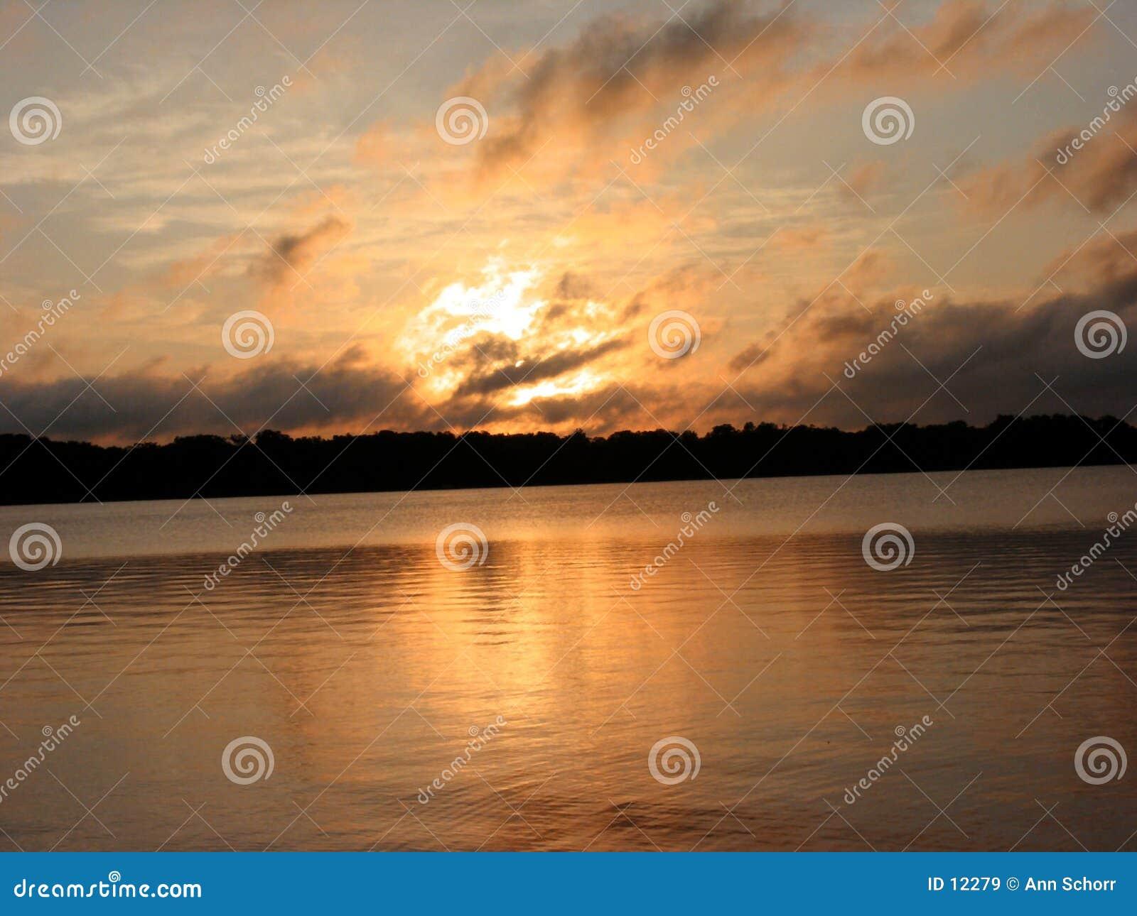 Sonnenaufgang nach einem Sommer-Sturm