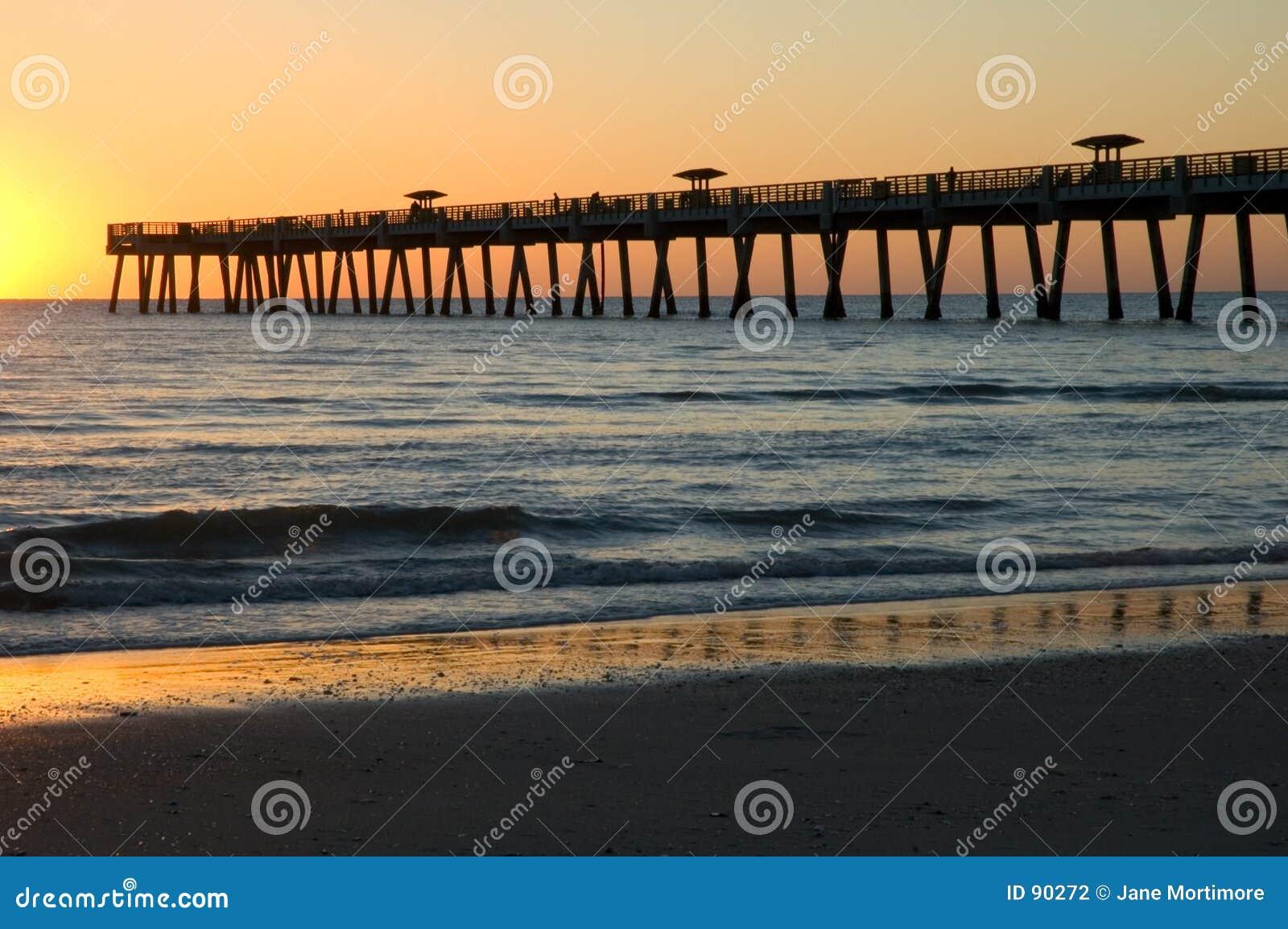 Sonnenaufgang-Pier