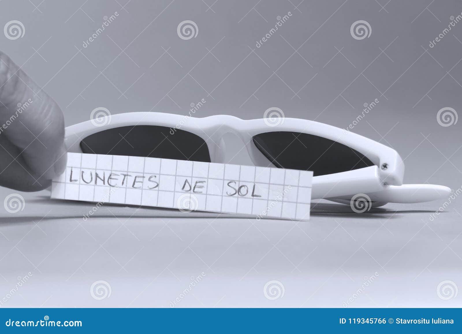 Sonnenbrille auf englisch ist Lunetes de sol in der spanischen Sprache