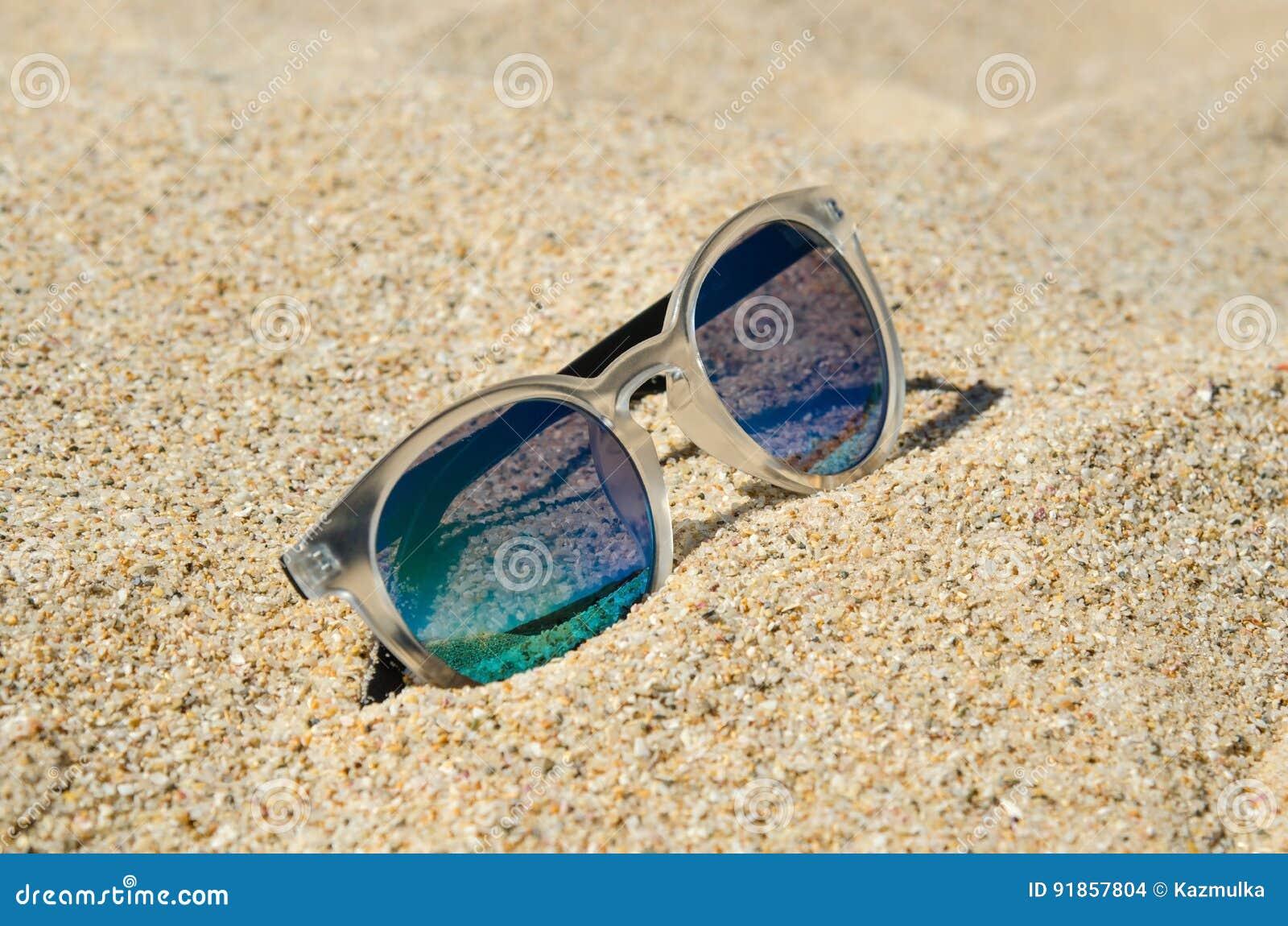 Sonnenbrillen Auf Dem Strand Multi Farbiges Stilvolles Modell Mit ...