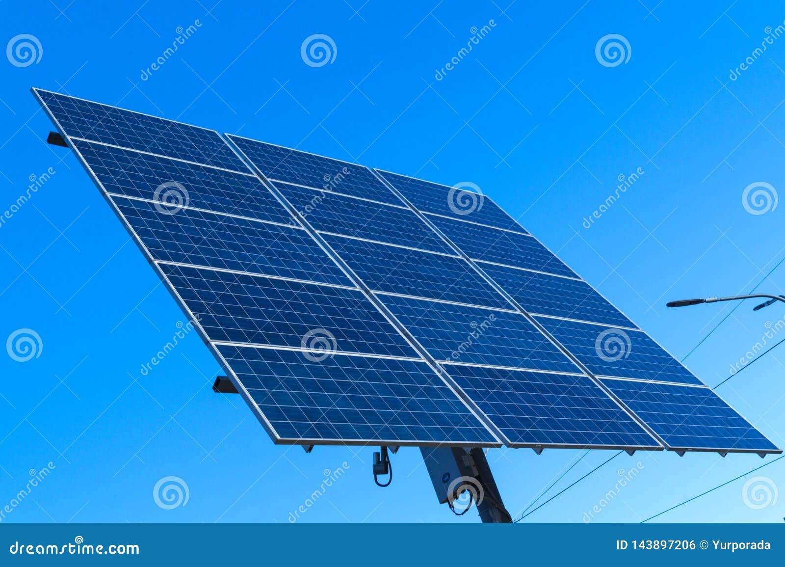 Sonnenkollektor, alternative Stromquelle - Konzept von stützbaren Betriebsmitteln