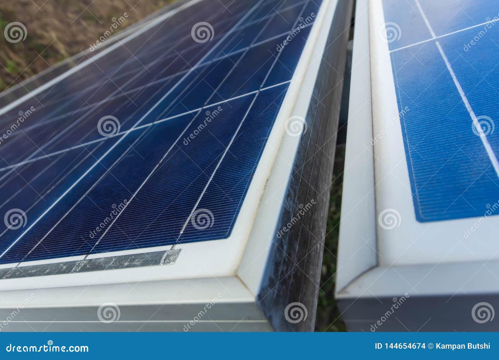Sonnenkollektor, alternative Stromquelle - Konzept von stützbaren Betriebsmitteln und dieses ist ein neues System, das erzeugen k