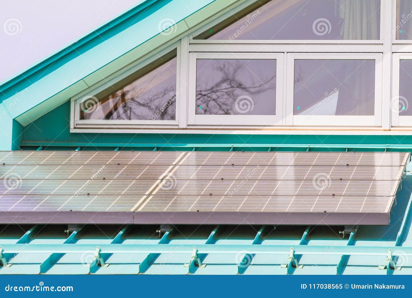 Sonnenkollektor auf Dach, photo-voltaische Module für Innovation grünen Energie FO