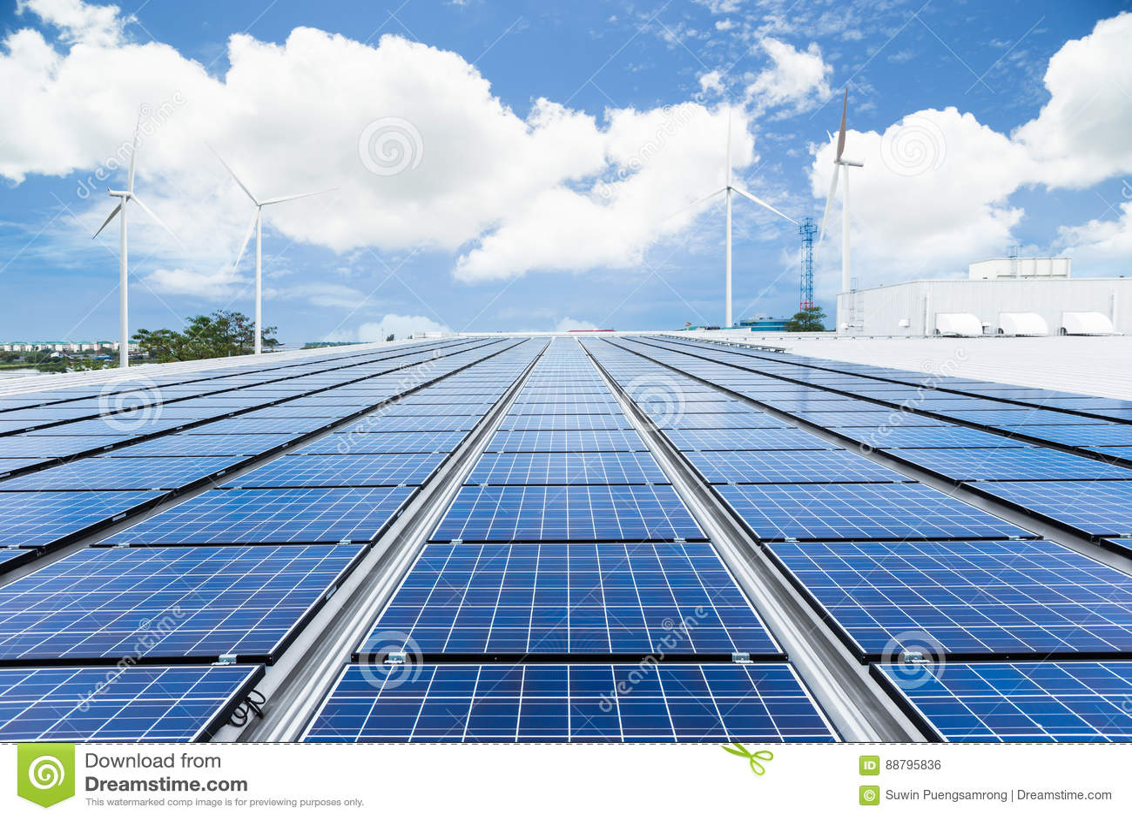 Sonnenkollektoren auf Fabrikdach