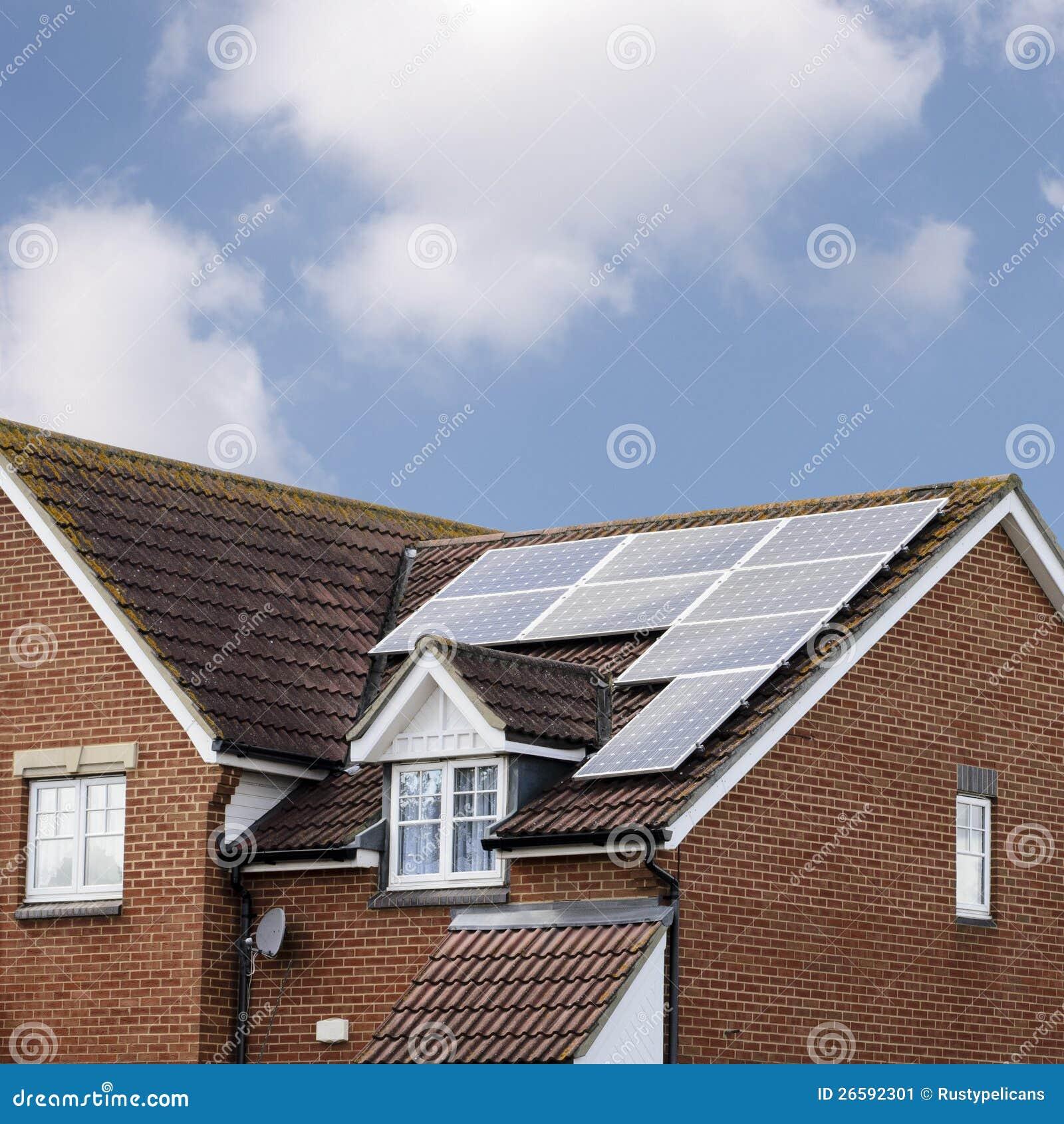 sonnenkollektoren auf haus dach stockbild bild 26592301. Black Bedroom Furniture Sets. Home Design Ideas