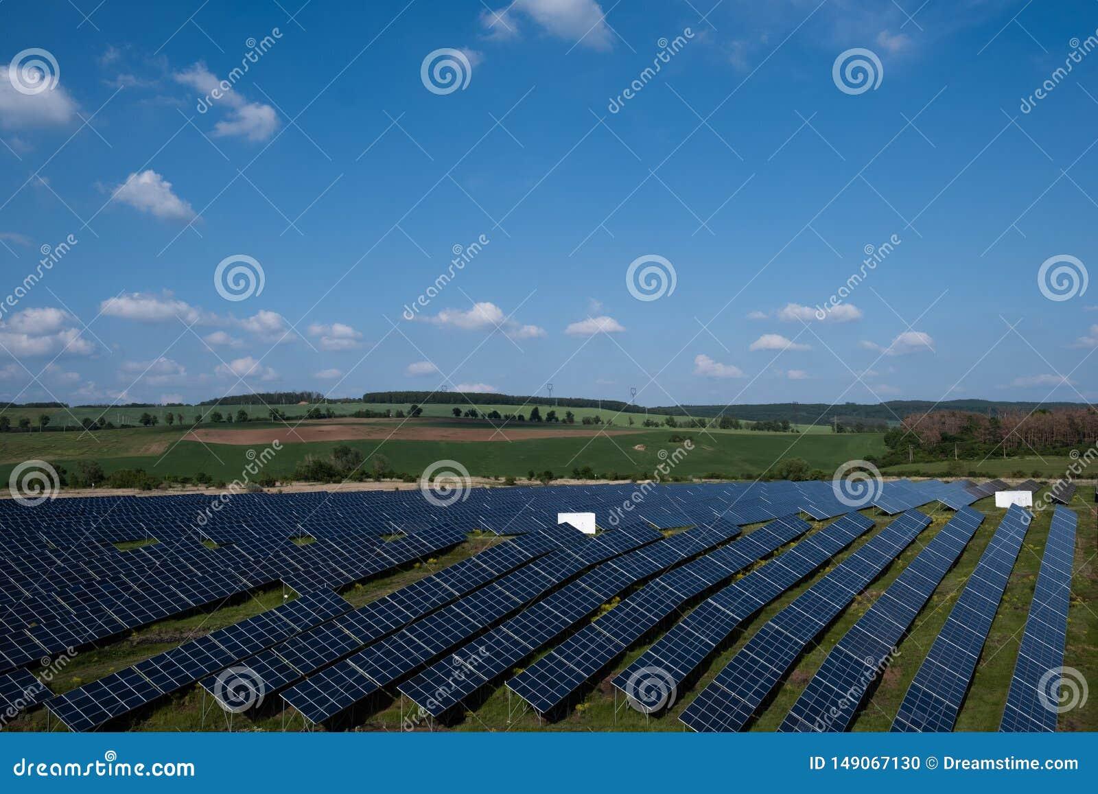 Sonnenkollektoren in der Landschaft