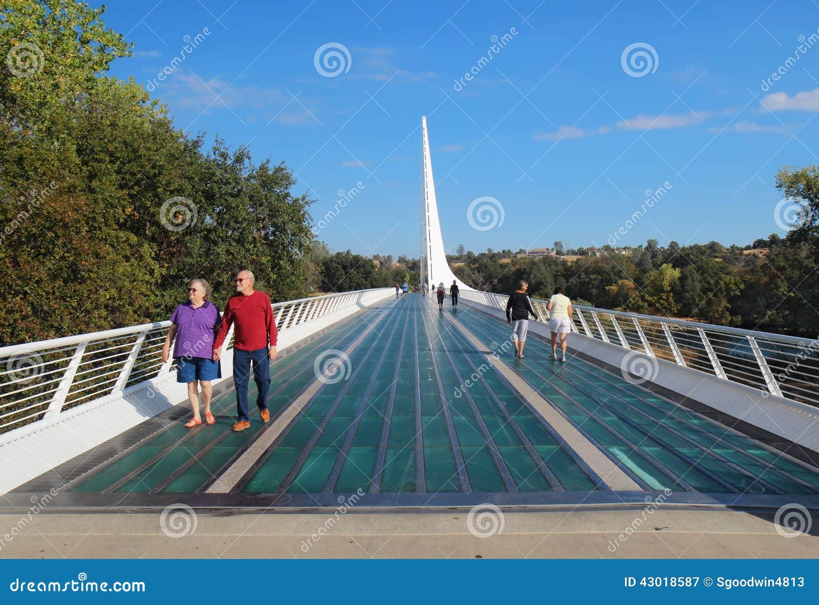 Sonnenuhr Brücke über Dem Sacramento River In Redding Kalifornien