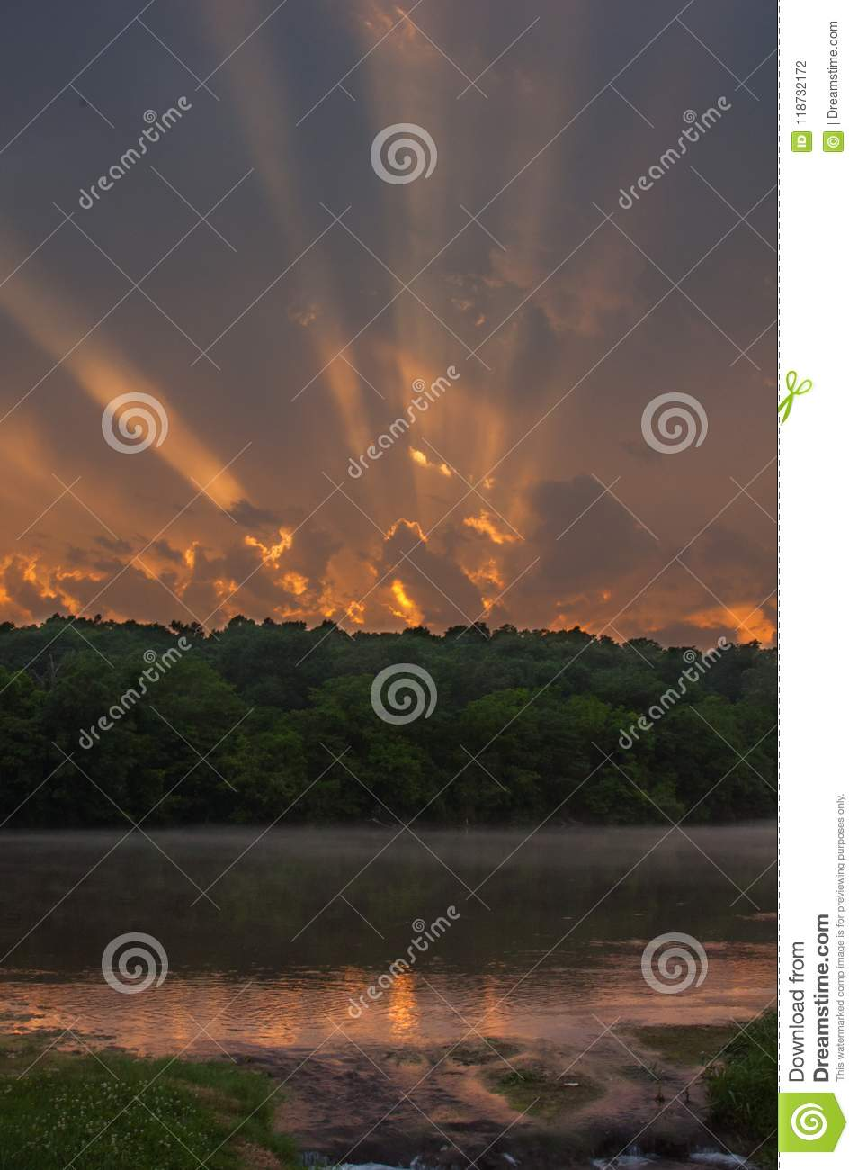 Sonnenuntergang über dem Srping-Fluss in Arkansas