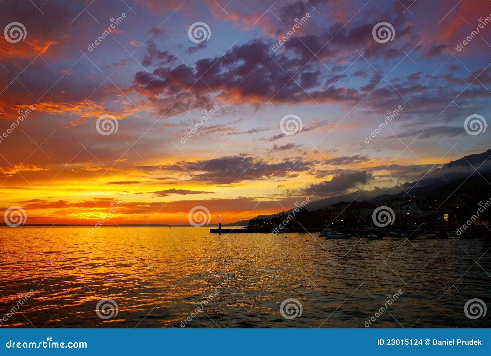 Sonnenuntergang über Meeresspiegel