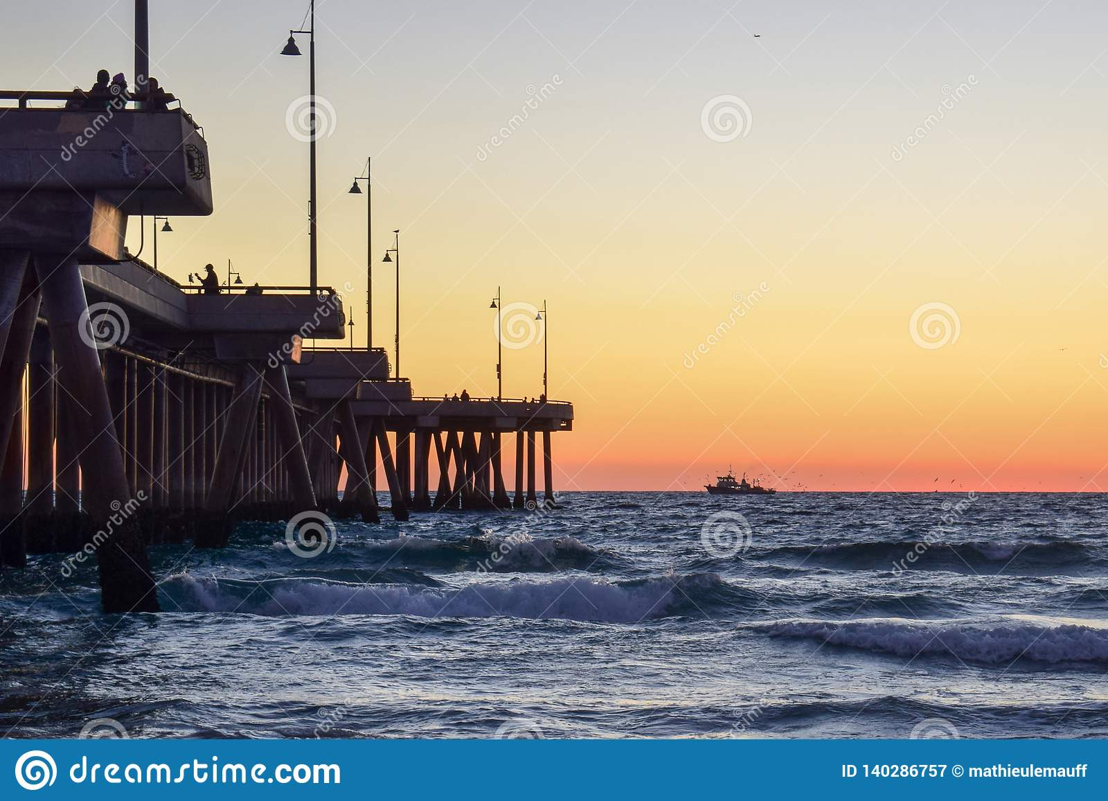 Sonnenuntergang über Venice Beach-Pier in Los Angeles, Kalifornien