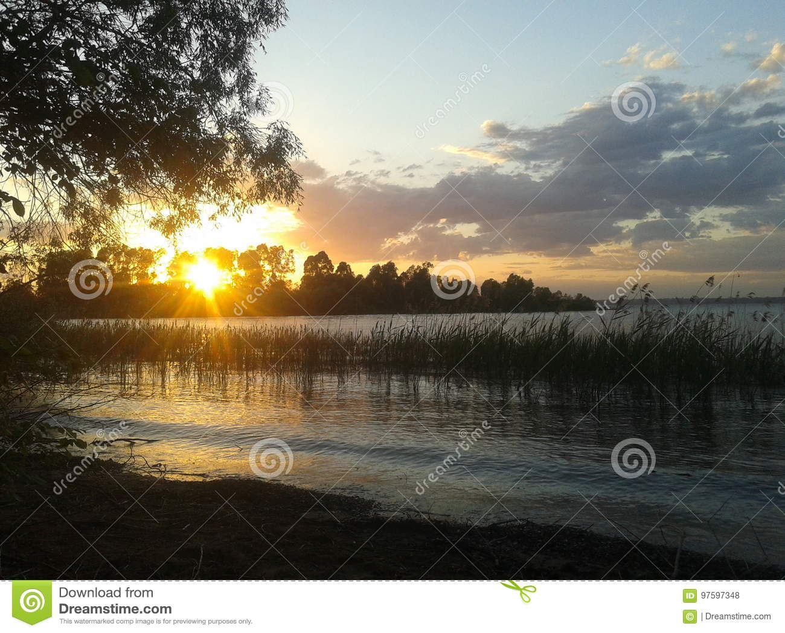 Sonnenuntergang auf dem Fluss