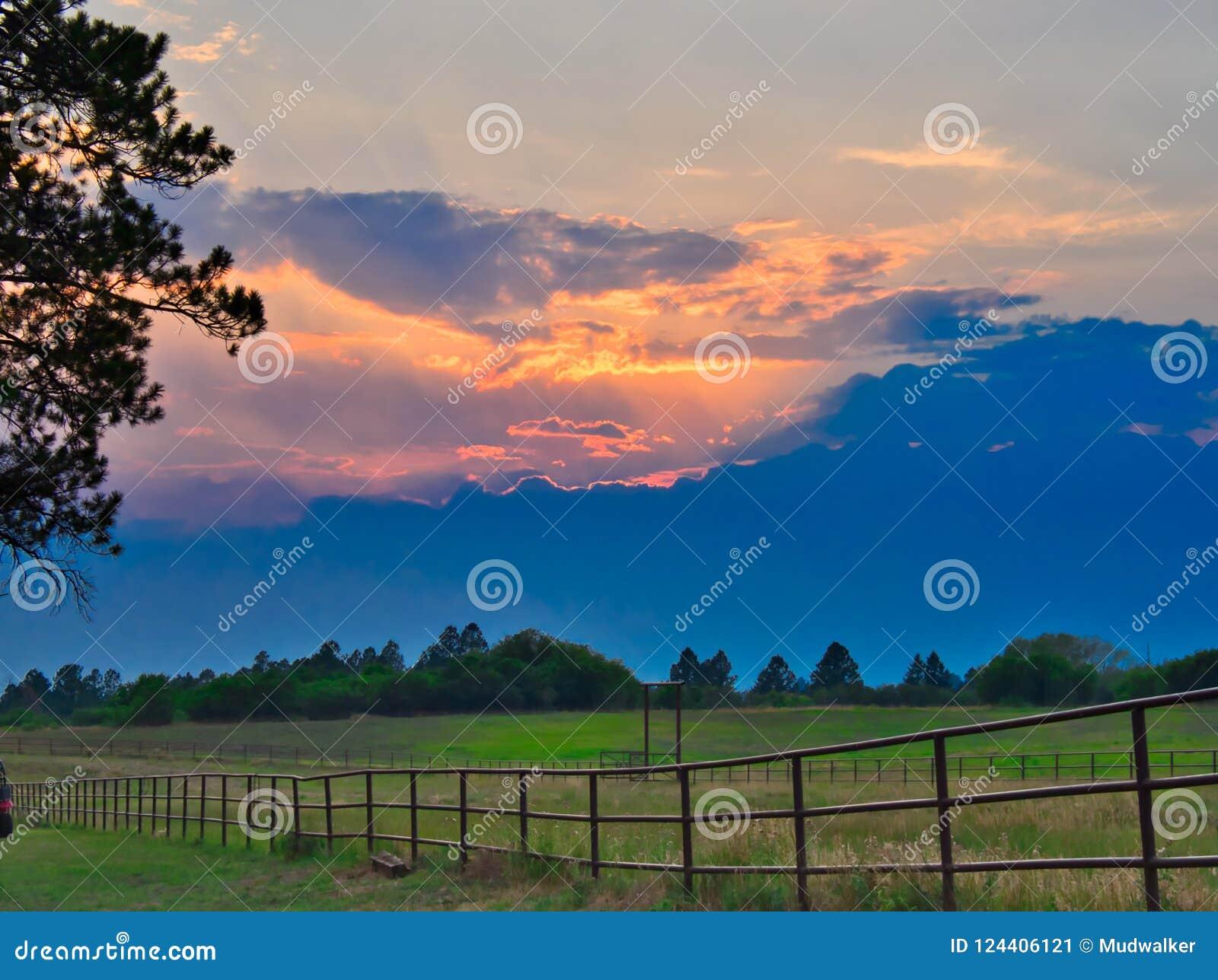 Sonnenuntergang bei Echo Basin Ranch