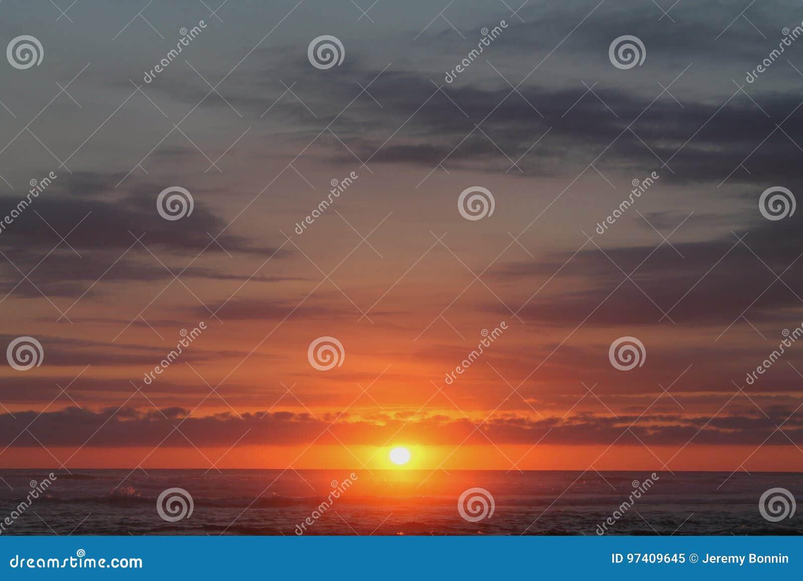 Sonnenuntergang in dem Meer