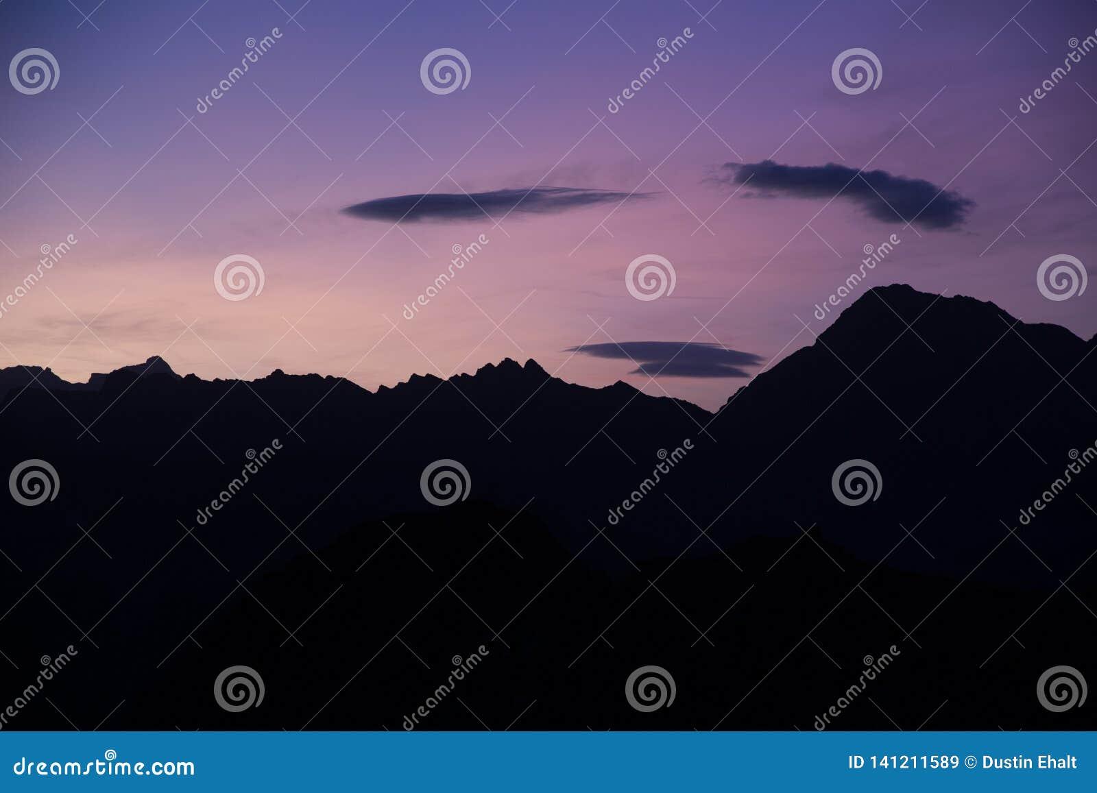 Sonnenuntergang in den Bergen von Italien