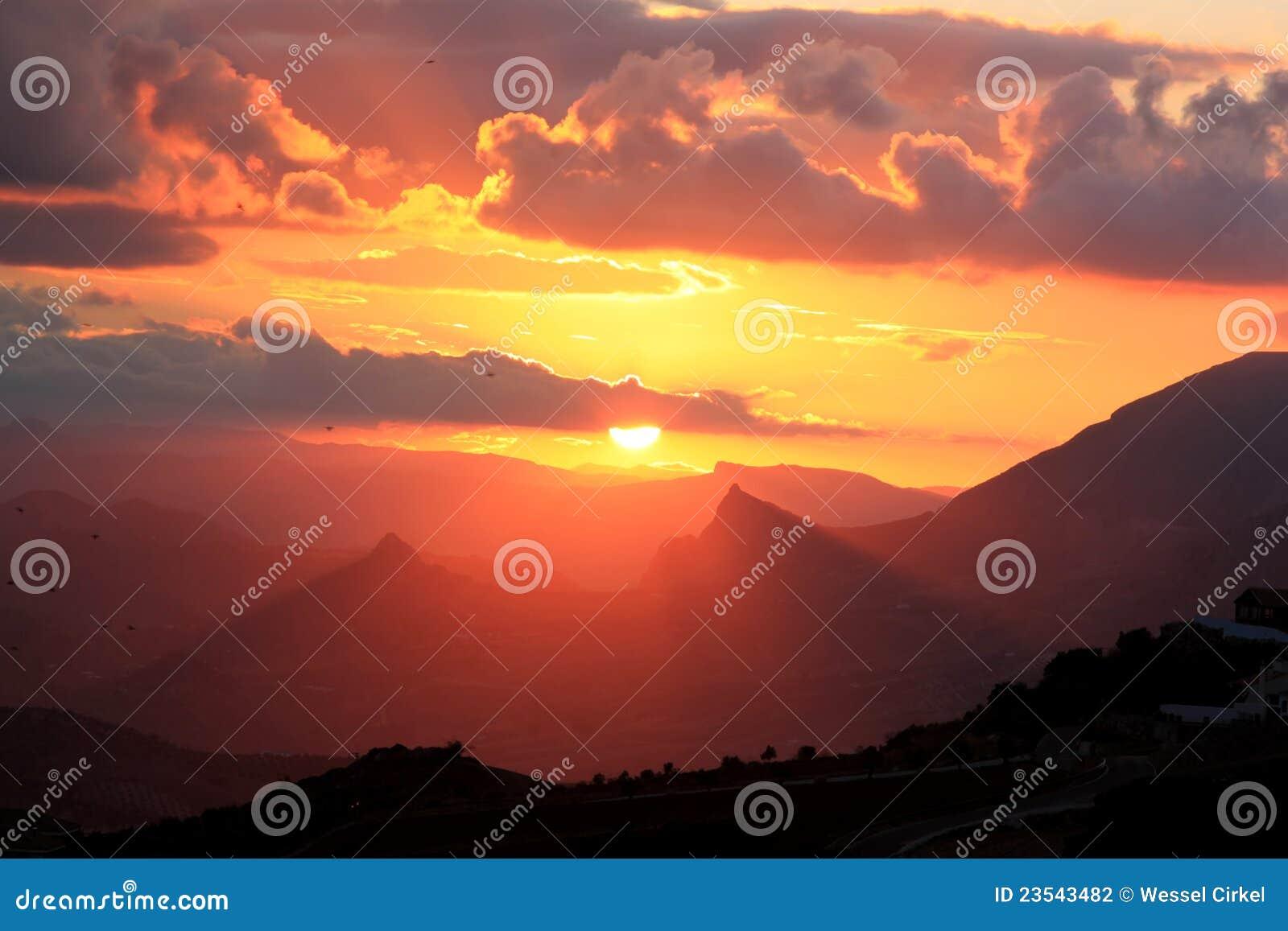Sonnenuntergang in den spanischen Bergen, Andalusien