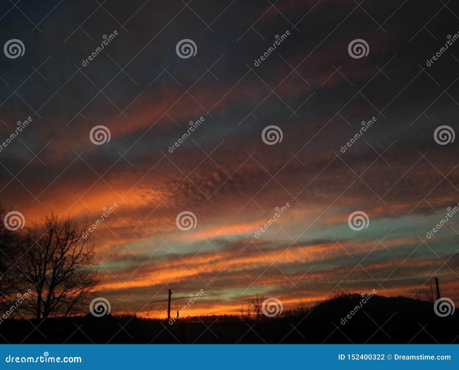Sonnenuntergang des nächtlichen Himmels, der schlägt