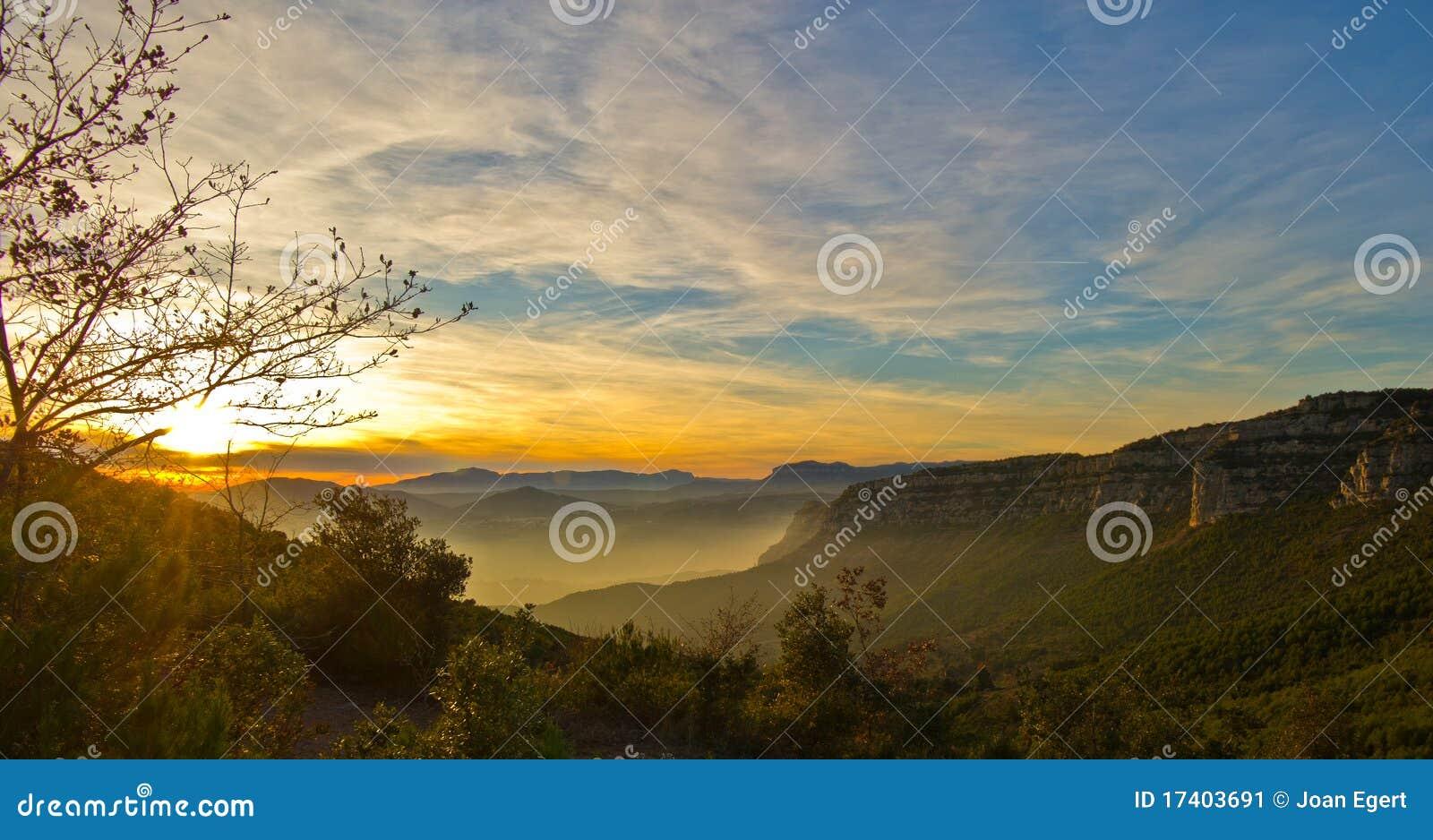 Sonnenuntergang im späten Herbst