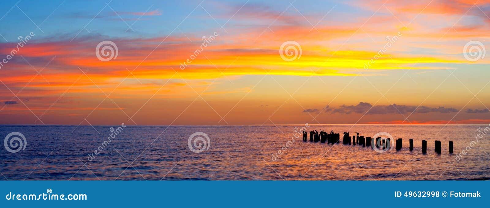 Sonnenuntergang oder Sonnenaufganglandschaft, Panorama der schönen Natur, Strand