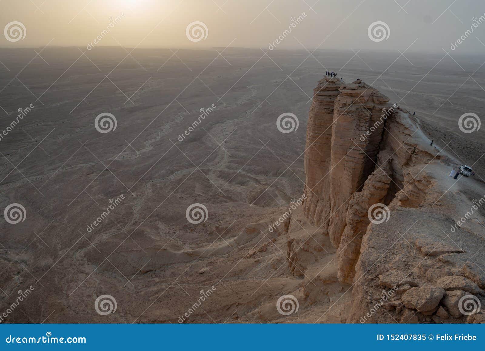 Sonnenuntergang am Rand der Welt nahe Riad in Saudi-Arabien