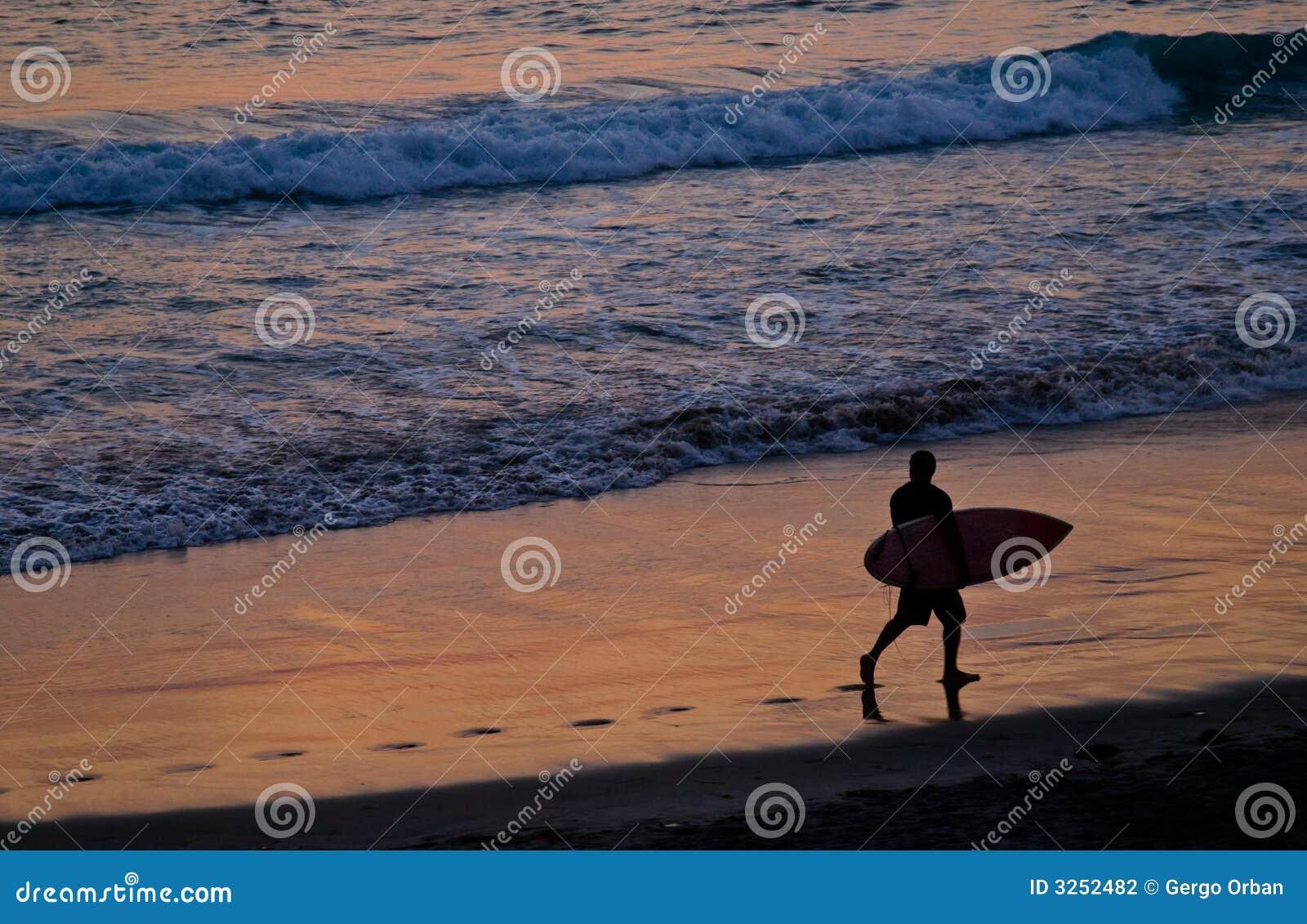 Sonnenuntergang-Surfen