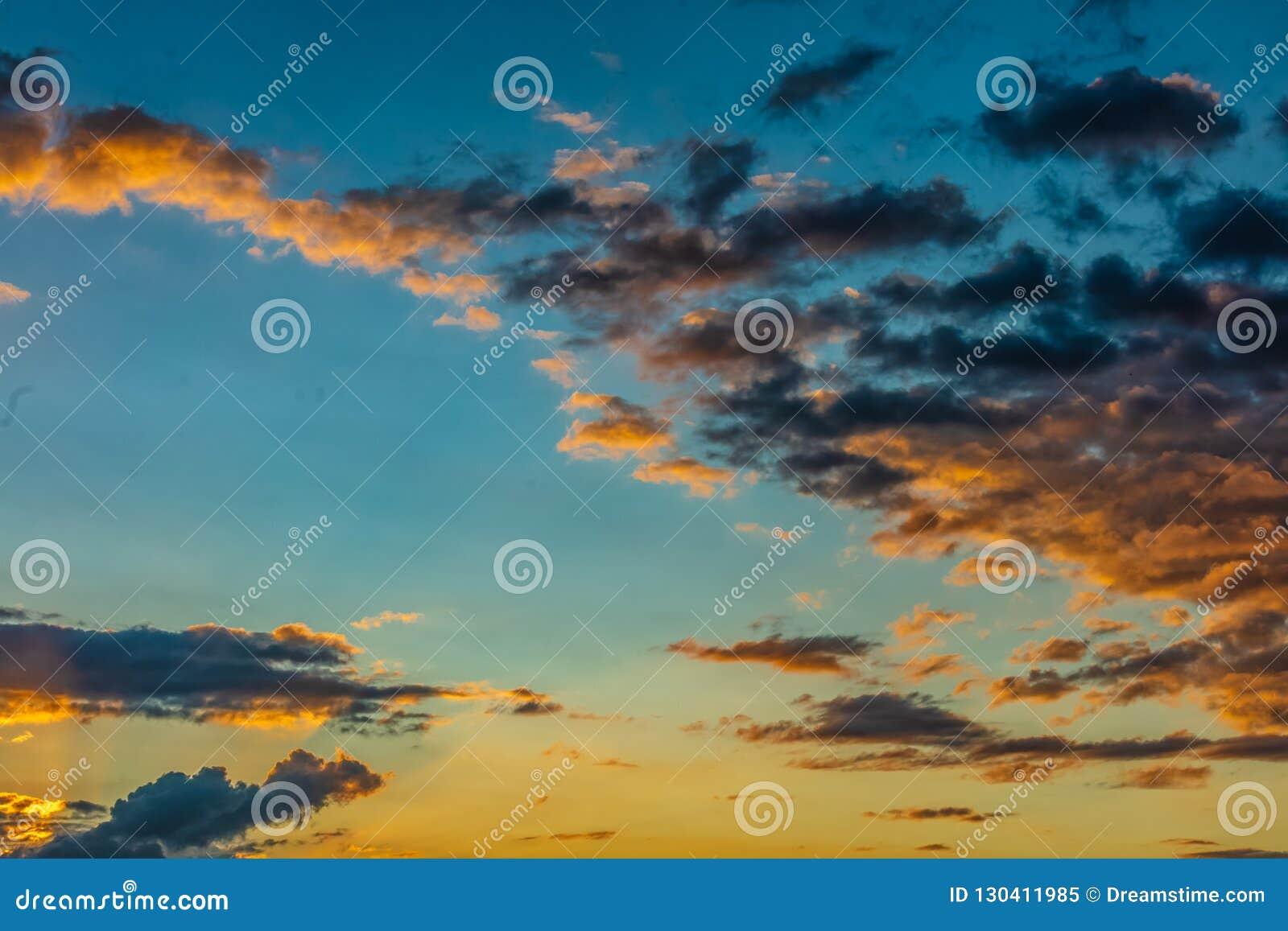 Sonnenuntergang in Tahiti zum Französisch-Polynesien