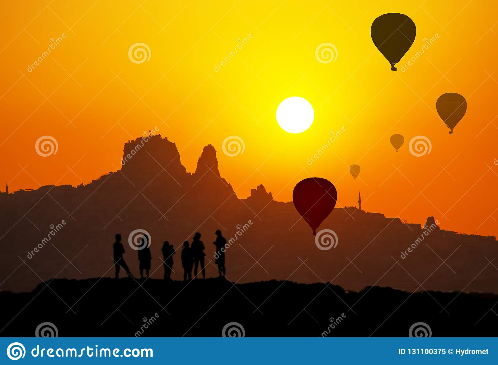 Sonnenuntergang und Schattenbild von Uchisar-Schloss in Cappadocia die Türkei