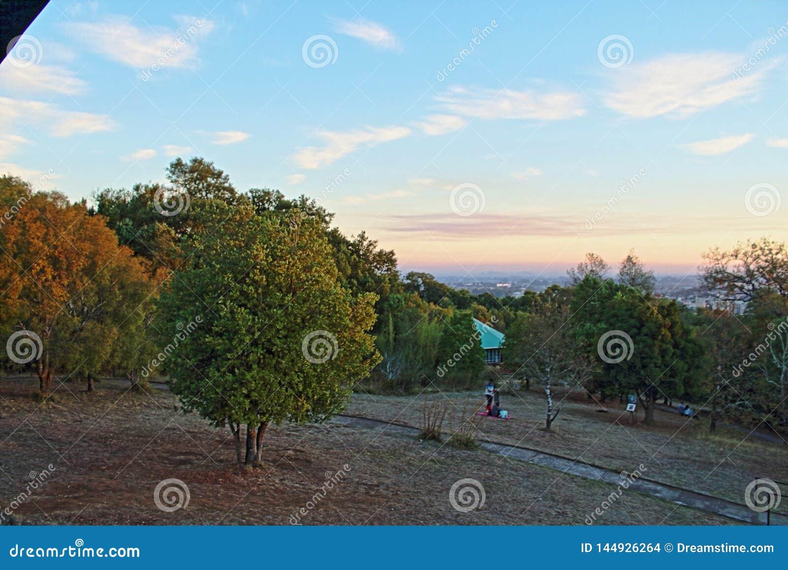 Sonnenuntergang von der Spitze des Hügels ñielol