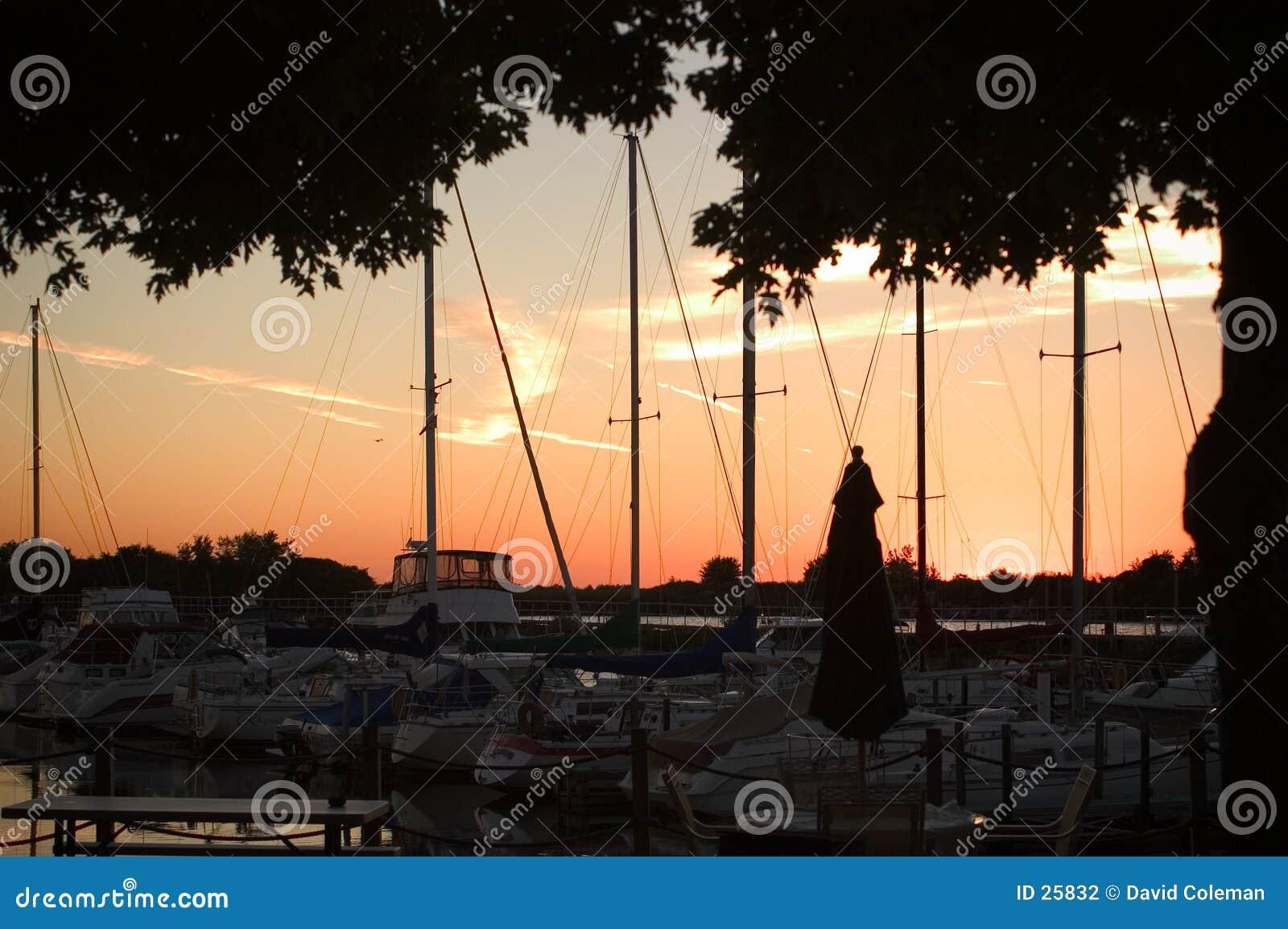 Sonnenuntergang am Yacht-Klumpen