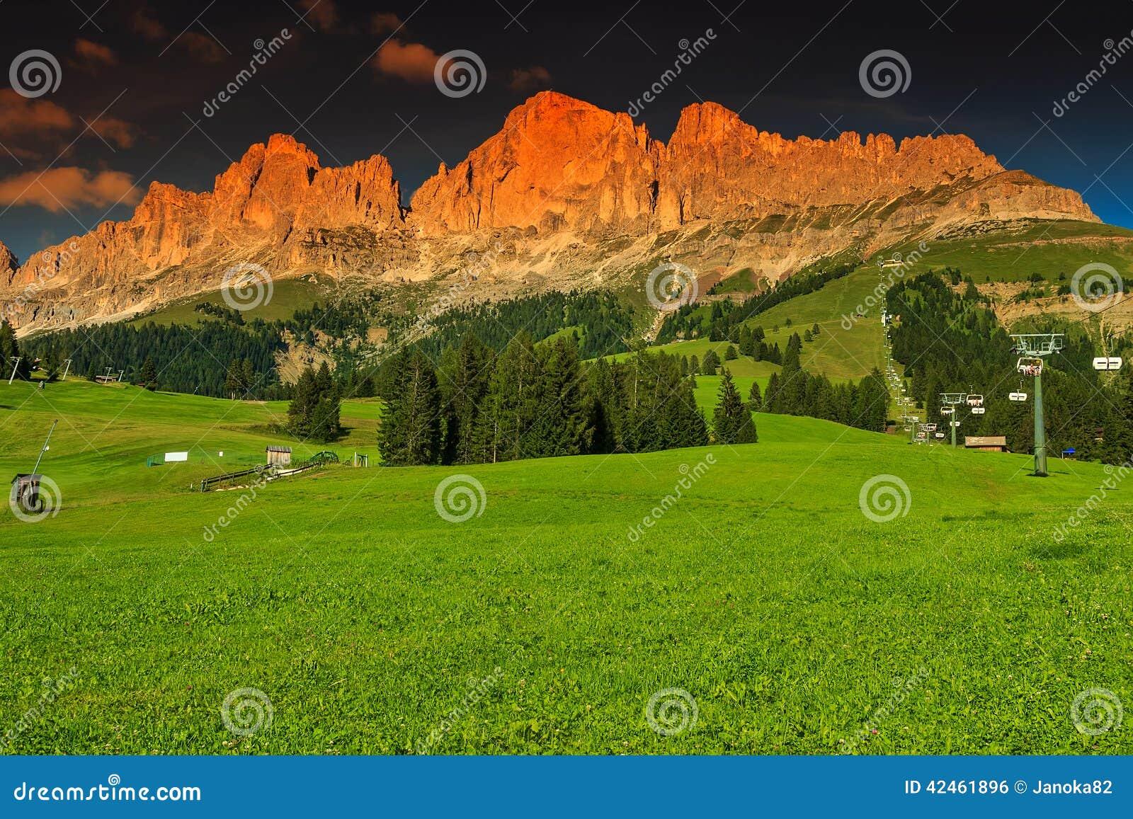 Sonnenuntergangbergpanorama in Italien-Dolomit, Rosengarten-Gruppe