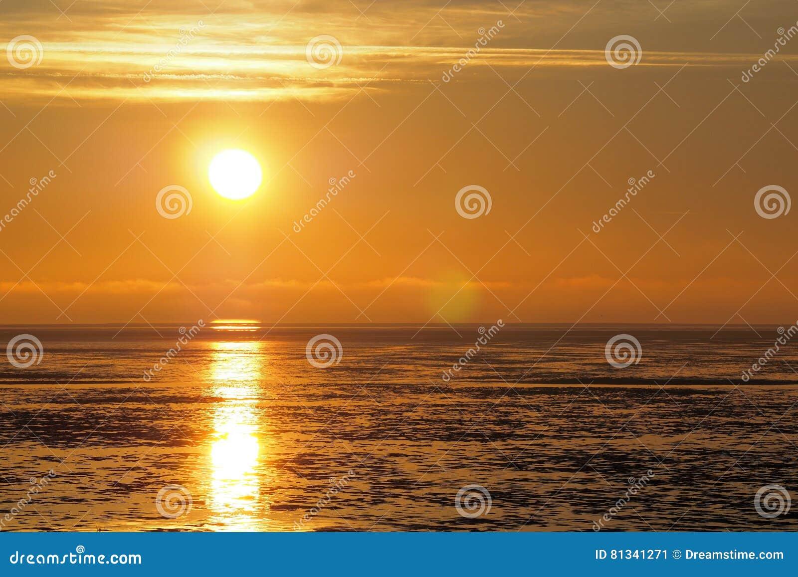Sonnenuntergangreflektieren des Wassers