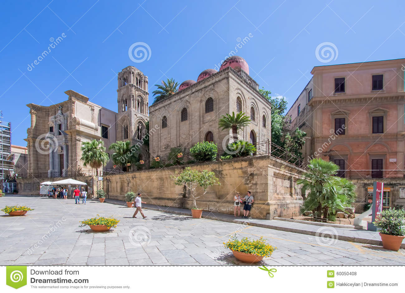 Sonnige Piazza in Palermo, Italien