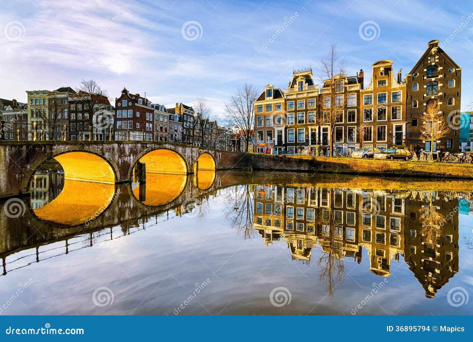 Sonniger Morgen in Amsterdam, die Niederlande