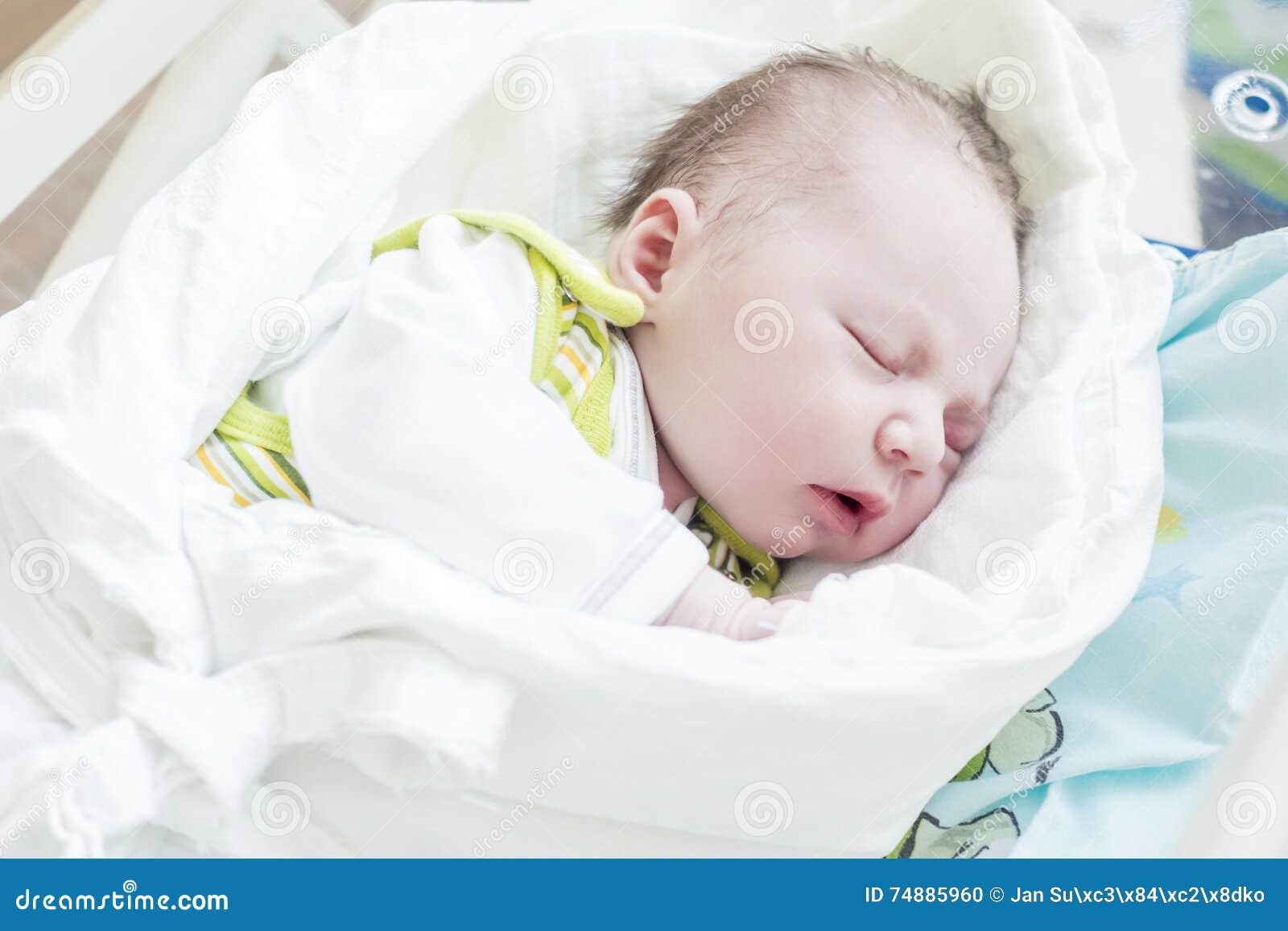 Sono da criança recém-nascida