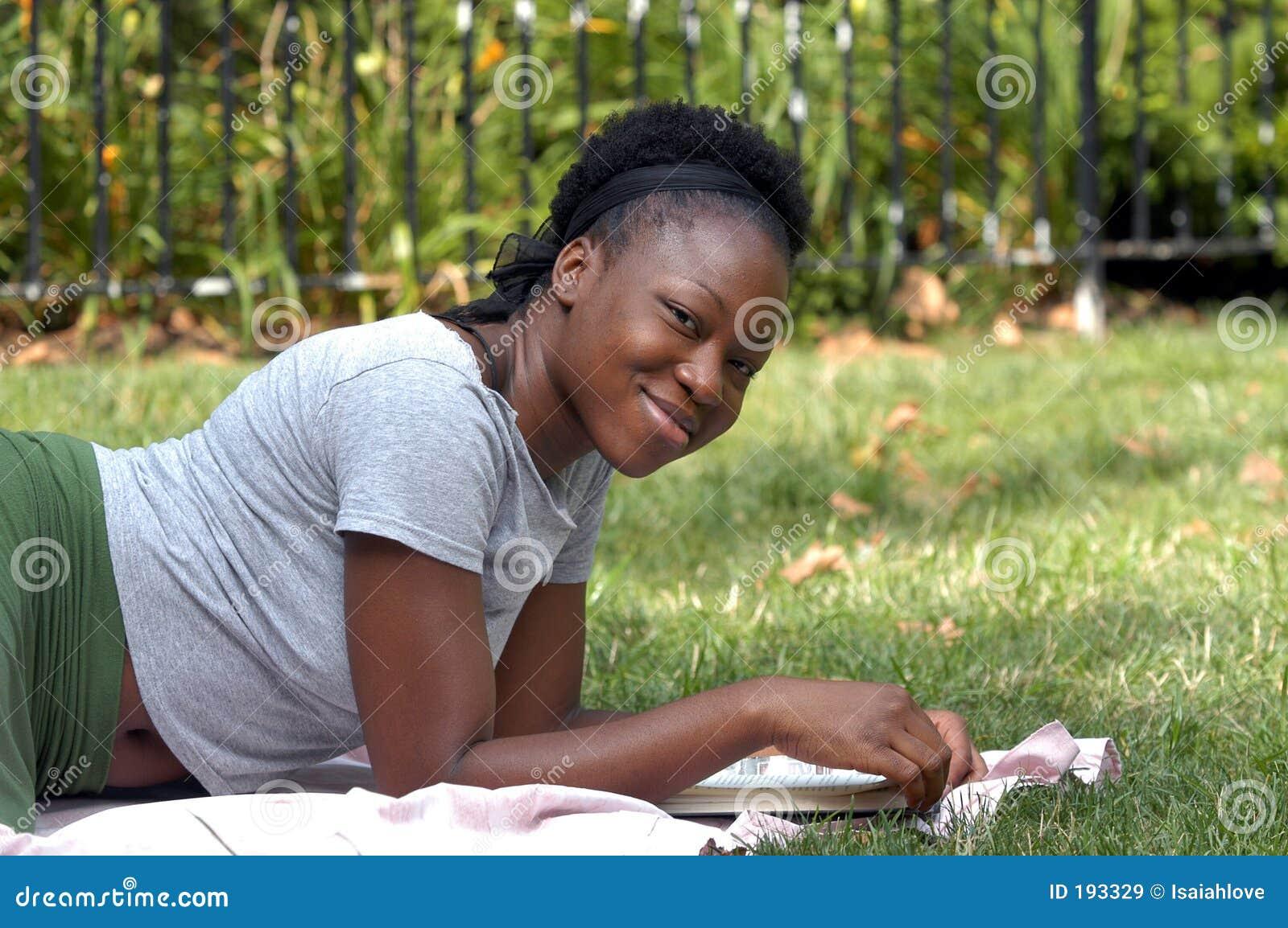 Sonrisa con un libro