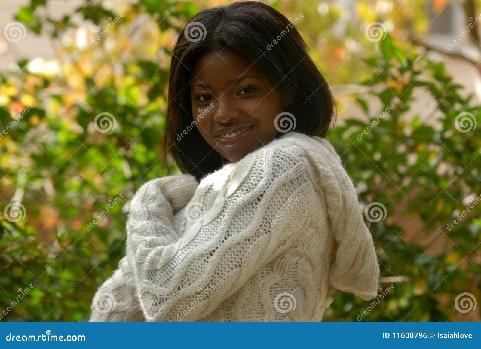 Sonrisa de la mujer del African-American