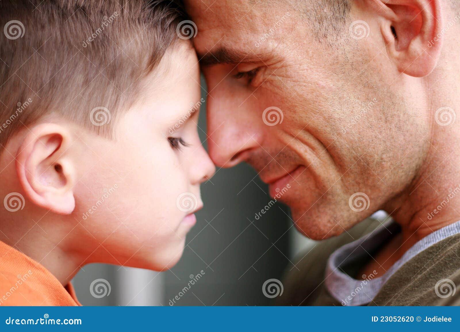 Sonrisa del retrato del padre y del hijo