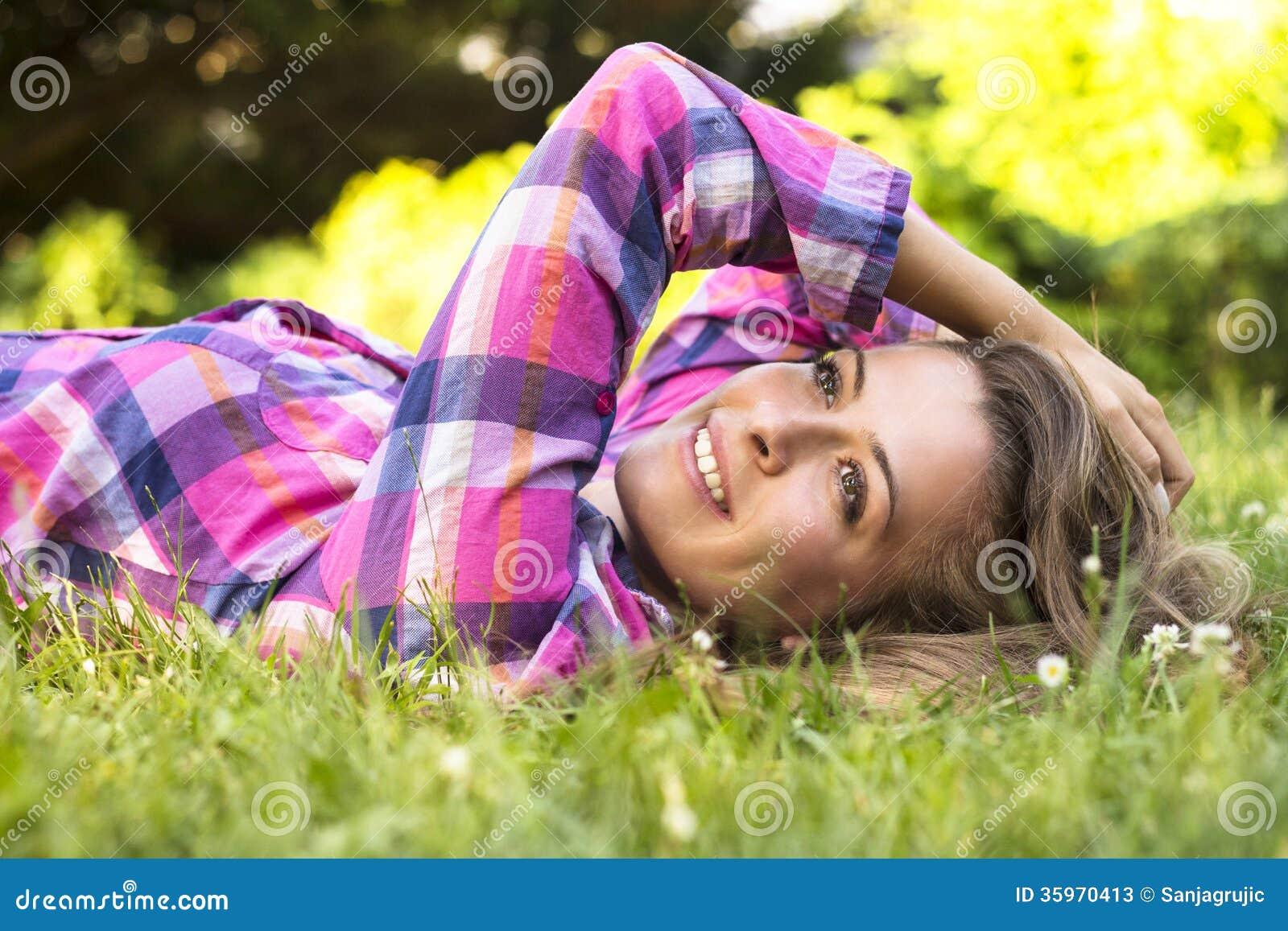 Sonrisa femenina joven hermosa