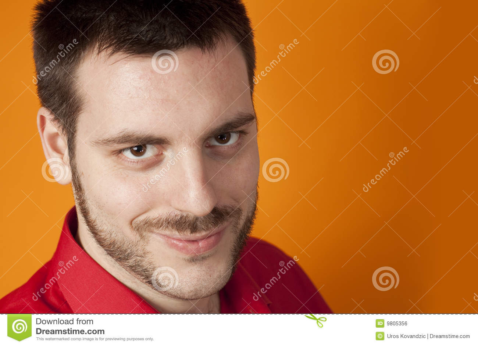 Sonrisa hermosa joven del hombre